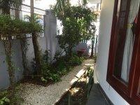 Biệt thự sân vườn khu compound, sân vườn rộng. Đường Xuân Thủy, giá: 130 triệu/tháng