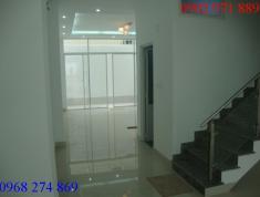 Cho thuê nhà 3 lầu mặt đường Nguyễn Quý Đức, Q2. Giá 32 triệu/th