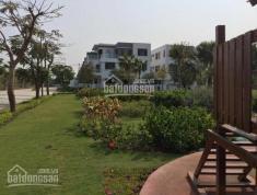 Cần tiền bán gấp căn biệt thự vườn nằm trên trục đường bê tông màu, trục đẹp nhất Phố Đông Village