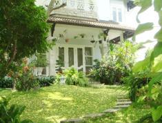 Cho thuê villa mặt đường Nguyễn Ư Dĩ, Thảo Điền, Q2 có sân vườn rộng đẹp, 105 tr/th. 0967354891