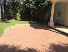 Cho thuê villa Thảo Điền sang trọng, sân vườn hồ bơi, giá 102 triệu/th