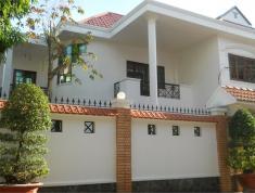 Bán gấp căn villa sân vườn đầy đủ nội thất, đường Nguyễn Văn Hưởng, Quận 2