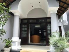 Cho thuê villa Quốc Hương 300m2 có sân vườn hồ bơi, 6 phòng ngủ, giá 70tr/tháng($3000)