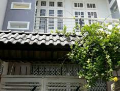 Cho thuê nhà nguyên căn 1 trệt 1 lầu, sân ô tô, nhà có nội thất, giá 10 triệu/tháng. LH 0918860304