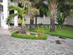 Bán nhanh căn villa Thảo Điền Quận 2 750m2, 1 trệt, 2 lầu 5 phòng ngủ, hồ bơi sân vườn gara