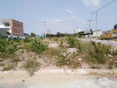 Tôi cần bán gấp lô đất đã có sổ hồng, ngay trung tâm Thủ Đức. DT 80.7 m2 đường nhựa 5m